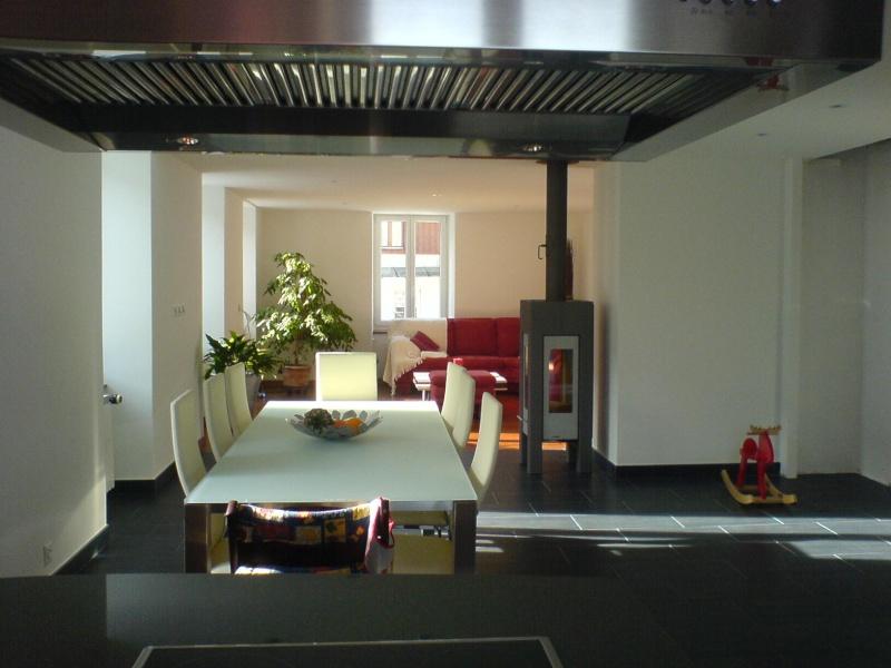 d co bandes de couleurs sur un mur blanc. Black Bedroom Furniture Sets. Home Design Ideas