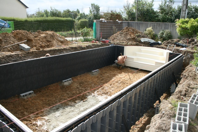 Non class construction piscine desjoyaux for Piscine semi enterree desjoyaux