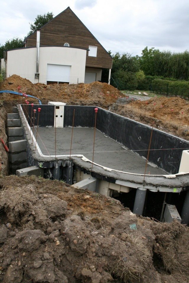 18 apr s midi c est du b ton construction piscine for Prix construction piscine beton