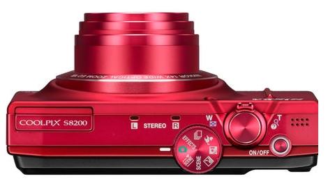 le Nikon Coolpix S8200 rouge de haut