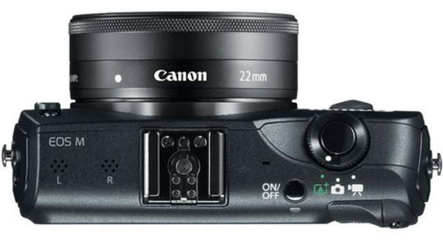 Canon EOS M noir de haut avec Canon EF-M 22mm f/2 STM