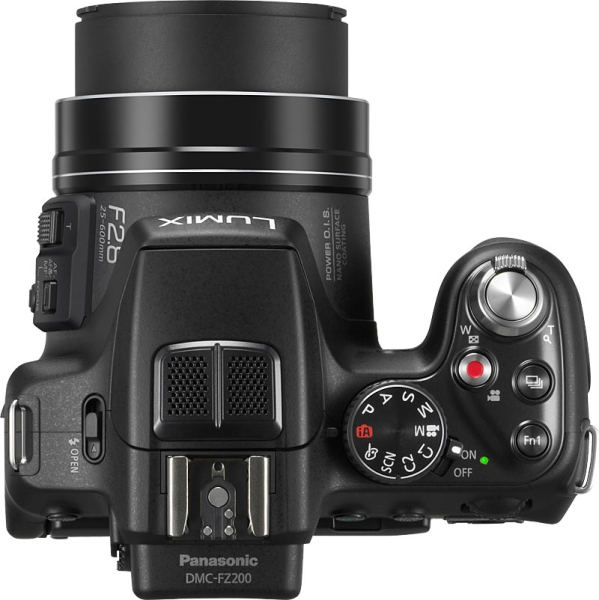 Panasonic Lumix DMC-FZ200 de haut