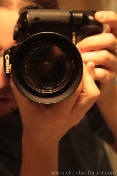 Position des mains avec l'utilisation du deuxième déclencheur du Canon Grip BG-E5 sur reflex Canon EOS 450D