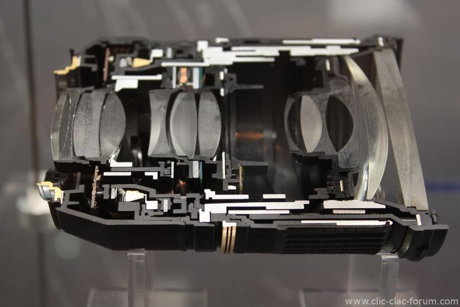 Objectif Tamron découpé au laser au Salon de la Photo 2012