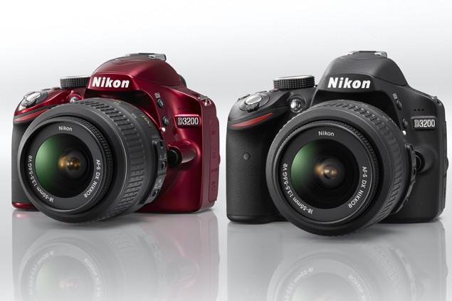 Le nouveau reflex entrée de gramme de Nikon le D3200 disponible en rouge et noir