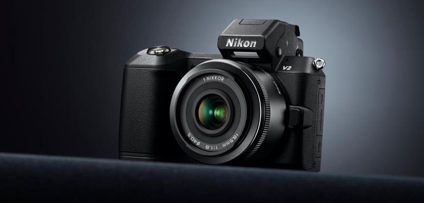Nikon 1 V2, enfin un vrai hybride pour la marque
