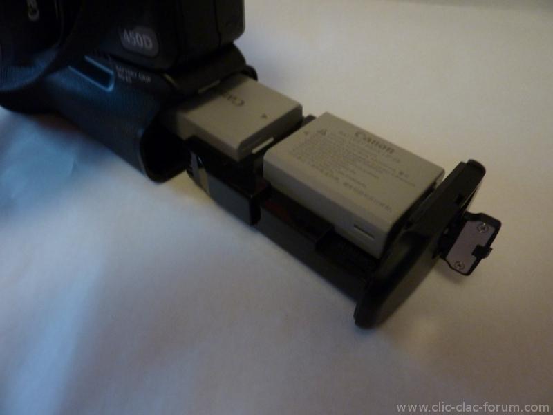 Deux batteries dans un Canon Grip BG-E5 sur reflex Canon EOS 450D