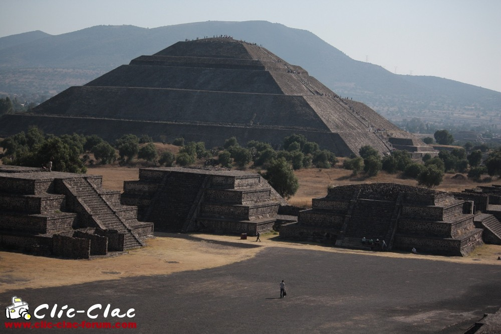 Pyramide du Soleil dans le site archéologique de Teotihuacan au Mexique