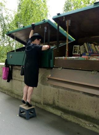 Une bouquiniste...  dans Le jardin des souvenirs 09110
