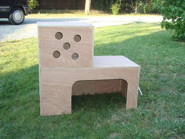 Construction d 39 une cabane pour les monstres for Construire une cage a lapin exterieur