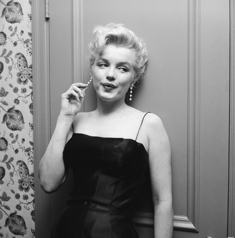 a biography of marilyn monroe an american actress Susan elizabeth strasberg (may 22, 1938 - january 21, 1999) was an american stage, film, and television actress, the daughter of the drama coach lee strasbergshe was nominated for a tony award when she was 18 years old.